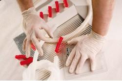 KESZTYŰ LOON EGYSZER HASZNÁLATOS PÚDEREZETT 10-ES 90 DB/DOBOZ 0109000199100  511109000199100  Élelmiszerekkel való rövid idejű érintkezésre alkalmas, egyszer használatos, púderezett latex kesztyű.